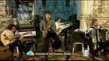 Maestro Spok faz apresentação no Convento de São Bento, em Olinda - Spok tocou com quatro músicos em aquecimento para o Carnaval.