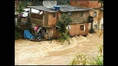 Chuva provoca alagamentos no RJ e deixa um morto em Nova Iguaçu - Em Petrópolis, deslizamentos deixaram 28 pessoas desalojadas. Centro cirúrgico do Pedro Ernesto foi tomado por goteiras e interditado.