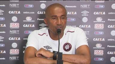 """A famosa """"dor de cabeça boa"""" - O termo tão batido serve como uma luva para Cristóvão Borges, que está satisfeito com a montagem do elenco do Atlético para esta temporada, com poucas saídas e várias contratações"""