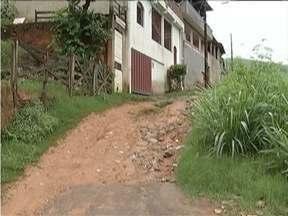Calendário: Moradores da Rua Tapajós, no Bairro Caladinho de Cima, reclamam de problemas - Essa foi a 5ª vez que uma equipe da Inter TV foi ao local.