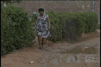 Além da lama da chuva, moradores do bairro Jardim Petrópolis sofrem com os esgotos - A situação dos moradores é bem complicada.