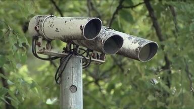 Novos radares e equipamento de video vigia só devem funcionar em fevereiro - A previsão é da Companhia Municipal de Trânsito e Urbanização. Vários problemas atrasaram o início de funcionamento dos novos equipamentos.
