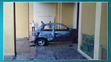 Homem que jogou carro em chamas em Igreja católica pode ir parar na cadeia - Ele ateou fogo no próprio carro em frente à igreja católica de Apucarana.
