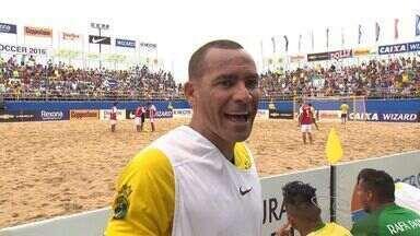 Brasil vence sulamericano de futebol na areia no ES - Na final, os brasileiros venceram de 8 a 1 contra o Paraguai.