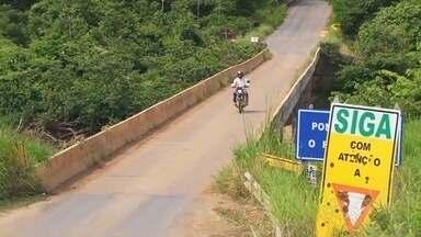 Reparo de ponte em Alto Paraíso dura um ano - Um reparo improvisado que já dura mais de um ano. É na estrutura da ponte que liga Alto Paraíso a BR 364. Motivo de reclamação dos moradores da região.
