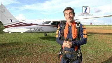 No Zappeando Férias de sábado (23), Moacyr encara um salto de paraquedas; reveja - No programa, Moacyr salta de paraquedas e os bastidores da primeira The Street Store, em Manaus