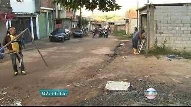 Polícia acompanha reintegração de posse de terreno na Zona Leste da capital - De acordo com a polícia, cerca de 500 moradores deverão deixar o terreno particular no Jardim Iguatemi.