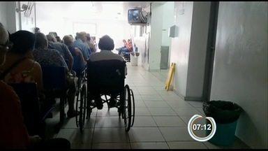Pacientes reclamam da demora no atendimento na Santa Casa de Jacareí, SP - Eles também reclamaram da falta de medicamentos na unidade.