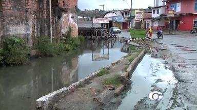 Chuva eleva o nível de canal no bairro da Levada - A repórter Heliana Gonçalves traz mais informações sobre o assunto.
