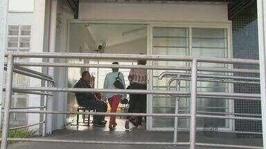 Moradores de São Carlos reclamam de falta de atendimento e remédios - Moradores do bairro Maria Estela Fagá, reclamam do atendimento público de saúde. No bairro, em um único prédio funcionam três unidades de saúde, mas mesmo assim faltam remédios e médicos.