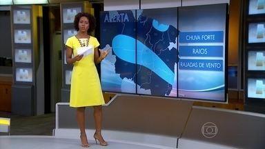Nuvens carregadas se concentram no Sudeste, Norte e Nordeste - Foi dado o alerta de chuva pesada, com raios e ventania, em parte do Maranhão, no norte do Piauí, norte de Goiás, norte de Minas Gerais e Vale do Jequitinhonha, nordeste de Mato Grosso, parte do Pará e do Amazonas.