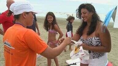 Ilha Comprida recebe a Operação Praia Limpa - Turma animada faz uma limpeza nas praias da cidade na temporada de verão.