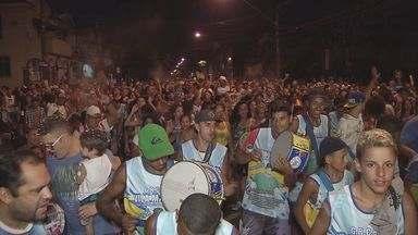 Banda da Vila Mathias agitou os foliões em Santos - Desfile das bandas de Santos começou nesta sexta-feira. Banda da Vila Mathias homenageou o músico Luiz Américo.