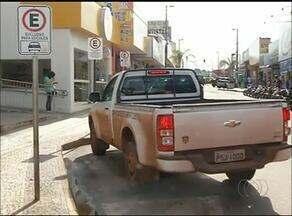 Motoristas desrespeitam estacionamento para idosos e deficientes físicos em Araguaína - Motoristas desrespeitam estacionamento para idosos e deficientes físicos em Araguaína