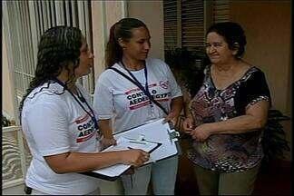 Agentes prosseguem no combate ao Aedes e pedem a participação da população em Araxá - Profissionais foram às ruas neste sábado (23). Participação dos moradores é necessária para combater o mosquito.