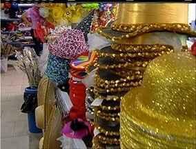 Comerciantes de Cabo Frio, RJ, esperam melhora nas vendas para o Carnaval 2016 - Movimento está abaixo do esperado para a época do ano.