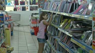 Lojas do centro de Santarém registram aumento na procura por material escolar - Aulas em algumas escolas da cidade começam na segunda-feira. Outras devem iniciar na primeira semana de fevereiro.