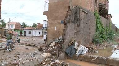 Chuva forte na manhã deste sábado (23) evidencia problemas antigos em São Luís - Quem mostra a situação em vários pontos da cidade são os repórteres Mieko Wada e Douglas Pinto.