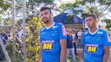 Destaques na Copa São Paulo, Alex e Fabrício treinam entre os titulares do Cruzeiro - Alex se destacou com assistências e gols, Fabrício se mostrou seguro na zaga