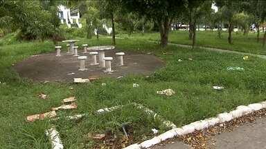 Falta de limpeza e conservação impedem o uso de praças na capital - O SPTV percorreu a cidade durante duas semanas e encontrou mato, lixo e garrafas de bebida em praças de várias regiões.