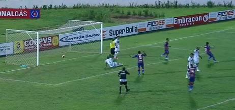 Dudu Cearense marca, mas árbitro anula gol por impedimento - Dudu Cearense marca, mas árbitro anula gol por impedimento