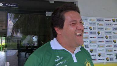 Misterioso, treinador do Cuiabá costuma esconder a escalação - Fernando Marchiori brinca sobre o assunto
