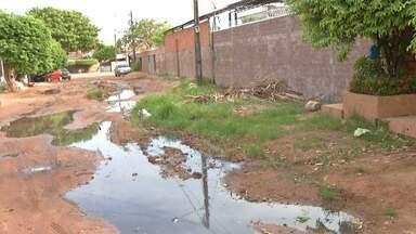 Em Santarém, moradores reclamam de esgoto em rua do bairro Aparecida - Esgoto dificulta passagem de pessoas e provoca mau cheiro.