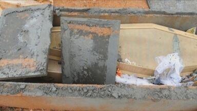 Vândalos destroem túmulo e arrancam corpo de caixão em cemitério de Joinville - Vândalos destroem túmulo e arrancam corpo de caixão em cemitério de Joinville