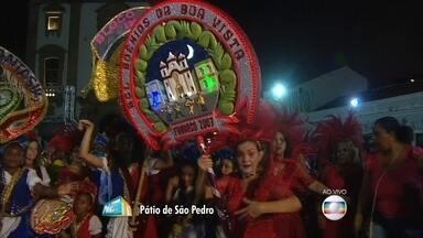 Encontro de blocos líricos anima a noite no Pátio de São Pedro, no centro do Recife - Acerto de marcha começou com os Amantes das Flores, de Camaragibe. Blocos infantis também se apresentam.
