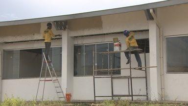 Obras da escola Brasília são retomadas, em Porto Velho - Obras estava parada desde 2012.
