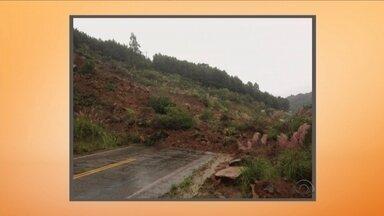 Giro de notícias: barreira cai e interdita a SC-410 no trecho de Urubici - Giro de notícias: barreira cai e interdita a SC-410 no trecho de Urubici