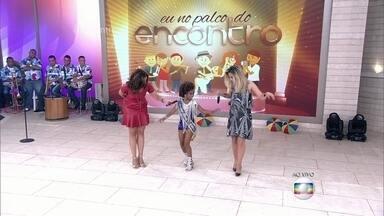 Fátima e Wanessa Camargo sambam no palco do 'Encontro' - Rainha mirim ensina passos de samba para as duas