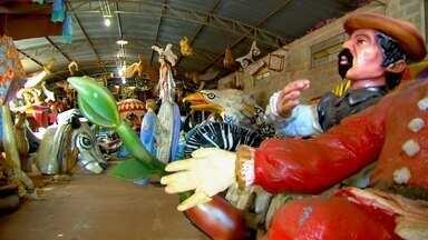 Reliqueas de Carnaval - Em Uchoa, um ex-farmacêutico criou um museu que guarda as memórias do carnaval. Quem visita o espaço se surpreende com o acervo que o local reúne.