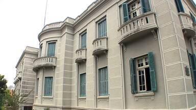 Prédios antigos ajudam a contar a história do Paraná - O prédio que abriga o Museu Paranaense já foi sede do Governo do Paraná