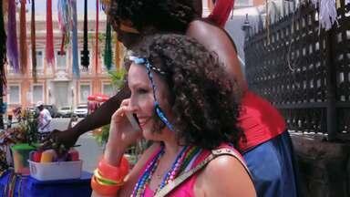 Em Mama Escuta, italiana convida a mãe para o Carnaval de Salvador - Personagem interpretada por Aicha Marques está a cada diz mais apaixonada pela Bahia