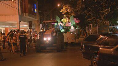 Bloco do Coreto leva alegria as ruas de Rio Claro - Centenas de foliões aproveitaram a noite de sexta-feira (5) embalados pelas marchinhas.
