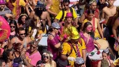 'Então Brilha' colore a Guaicurus de amarelo e rosa - Desfile do bloco ficou lotado
