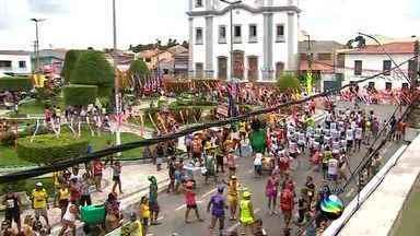 Neópolis tem carnaval com frevo e mela-mela - Neópolis tem carnaval com frevo e mela-mela.