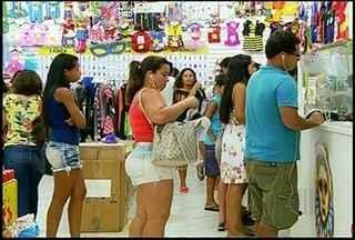 Lojas de fantasias em Campos, RJ, ficam movimentadas nesta sábado de Carnaval - Lojas de fantasias em Campos, RJ, ficam movimentadas nesta sábado de Carnaval.