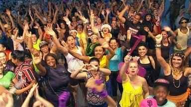 Mix Dance - O Marcão se jogou no Mix Dance: aulas de dança em Lins que podem ser feitas por todas as idades. Ele vestiu uma fantasia e agitou muito a aula. É nessa animação da Mix Dance que o Revista deSábadose despede. Até a próxima semana!