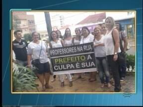 Professores realizam protesto em sessão da Câmara Municipal - O grupo é contra o processo de gestão compartilhada.