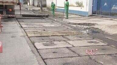 Prefeitura de Santos fecha buraco onde motociclista caiu - O acidente aconteceu ontem, na rua Ana Santos. Veículo foi devolvido ao dono, que conseguiu recuperar objetos pessoais.