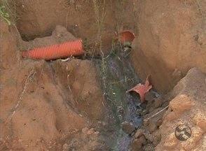 Moradores reclamam de água empoçada em Garanhuns - Máquinas serão enviadas para o local, de acordo com a prefeitura.