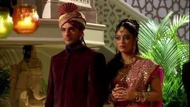 Caminho das Índias - Capítulo de sexta-feira, dia 12/02/2016, na íntegra - Maya e Raj encontram Bahuan