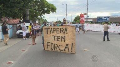 Moradores protestam contra motorista que atropelou três em Florianópolis - Moradores protestam contra motorista que atropelou três em Florianópolis
