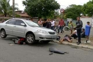 Acidente entre moto e carro deixa dois feridos em Rio das Ostras, no RJ - Feridos foram encaminhados ao Pronto Socorro.