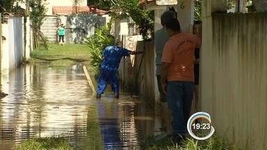 Chuva deixa problemas em São Sebastião - Nesta sexta-feira, famílias tentavam voltar à rotina.