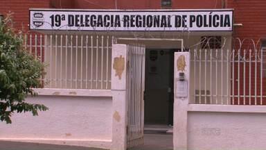 Com escrivão em férias, bandidos não podem ser presos em Cidade Gaúcha - Nesta semana, dois suspeitos não puderam ser presos em flagrante porque o único escrivão da delegacia de Cidade Gaúcha está em férias.