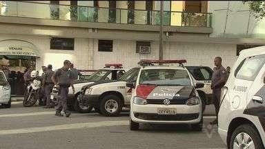 Corpo de mulher morta com tiro na nuca é enterrado em São Vicente, SP - Dois suspeitos participaram do crime