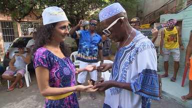 Maria Menezes mapeia a Vila Flora - Ela vai até a Estrada da Rainha encontrar os moradores mais loucos da Vila Flora